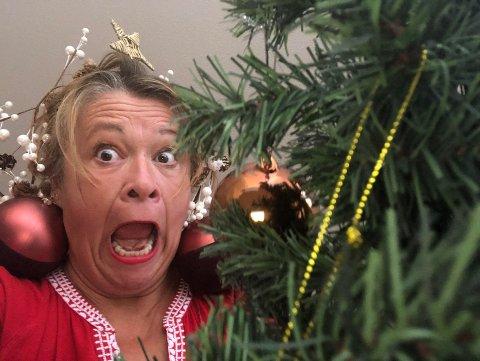"""EKTE JULESTEMNING: Ingen jul uten litt mild (?) galskap. Rigmor Galtung inviterer til """"Åh du gale jul"""" i desember."""