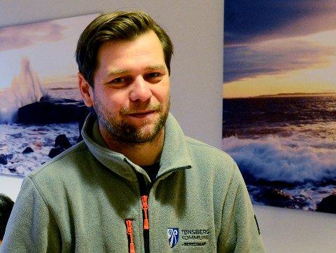TESTER SEG: Kommuneoverlege Per Kristian Opheim kan fortelle at stadig færre besøker teststasjonen i Tønsberg. Likevel er det en oppsving i antall syke med RS eller influensa.