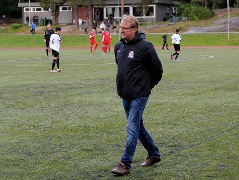 REAGERER: Espen Røkaas reagerer på at det finnes lukkede fotballserier også i Norge.