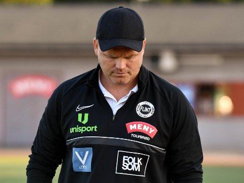 MARERITT: Flint-trener John Arne Riise kommer ikke til å sove godt i natt etter å ha sett laget sitt tape 7-1 mot Fredrikstad 2.