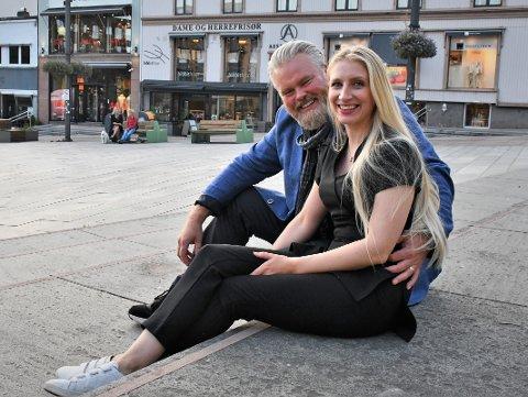 HJEMME: Tønsberg og Færder føles som hjemme, sier Rein Alexander Hauge Korshamn og Marie Bjaaland Aadalen. Nå har de etablert seg med egen bedrift i Tønsberg og har kommet for å bli.