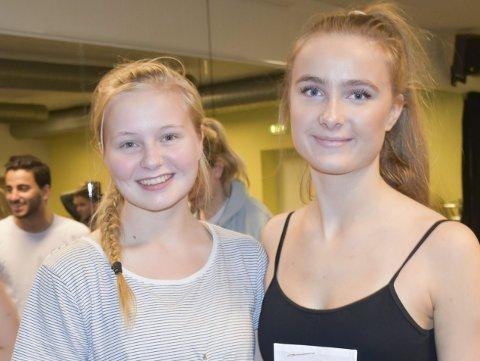 Går på danselinjen: Sanne Sørensen og Ane Ingeborg Omholt Volden er de to siste elevene som går på danselinjen på Tvedestrand videregående skole. Onsdag var de med på Motios åpne dag for danseinteresserte elever ved videregående skoler. Foto: Anne Dehli
