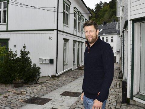Ber kommunen gjøre unntak: Haakon Os søker Tvedestrand kommune om å bli fritatt fra å betale 160.000 kroner inn til parkeringsfondet. Hensikten med fondet er at byggeprosjekter som bidrar til å øke parkeringsbehovet i byen, skal være med og bidra til finansiering av flere parkeringsplasser i offentlig regi.Arkivfoto