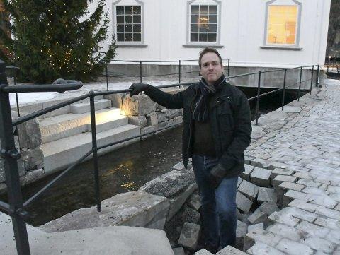 Grunnen sviktet: Bjørn Erik Espeland fikk seg en overraskelse da grunnen forsvant under bena hans under en spasertur langs Møllebekken 1. nyttårsdag . Arkivfoto