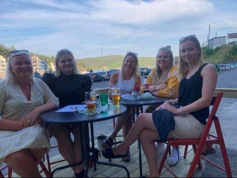 Caroline Strandene, Hedda Strandene, Annie Vågsmyr, Ingunn Bjelkåsen og Teresa Bodin var klare for quiz, og hadde sikret seg kremplassene på den nye plattingen.