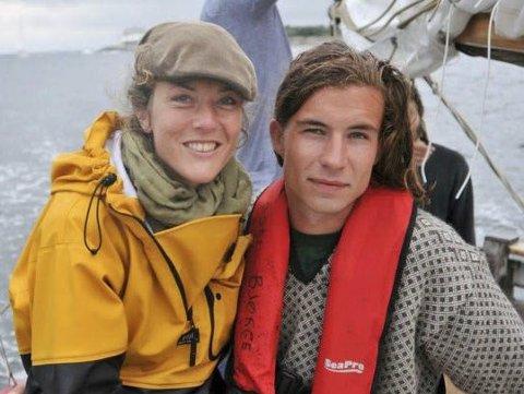 Tok Initiativet: Christina Bjørn-Hansen Bock og Ole Kristian Bjørge er initiativtakerne til Lyngør Sjøvettlag. Begge er glad i å ferdes på sjøen. Her er de sammen på en seiltur for noen år siden. Privat foto