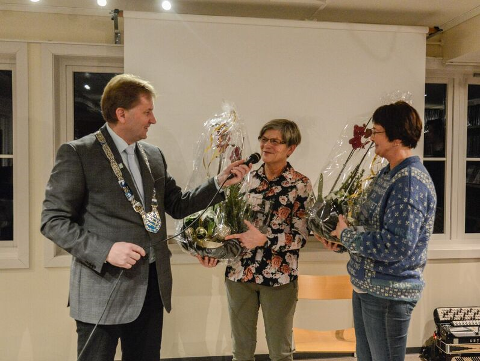 Positivprisen 2018: Vidar Eltun overrekk Positivprisen for 2018 til Gudrun Gustavsen og Margrethe Ann Fagerheim.