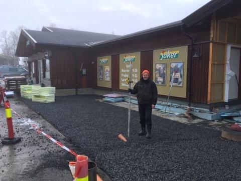 Harald Lasskogen i gang med byggearbeider. Her blir det fint! Foto:Privat
