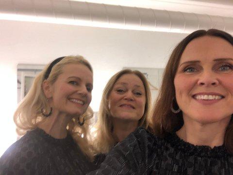 Siste konsert: Anne Hilde (t.h.) tar en selfie før siste konsert av årets juleturné med de to øvrige damene i vokalsekstetten, Elisabeth og Camilla.