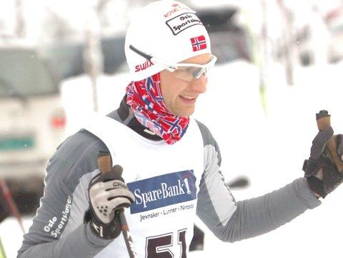TOK SØLV: Hundekjører Viktor Sinding Larsen endte torsdag opp med VM-sølv i Bessans, Frankrike.