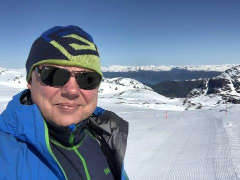 STUM AV BEUNDRING: Alpinleder Truls Klokkerud i HIL håper Thea tar turen til Hakadal med VM-gullet i løpet av våren.