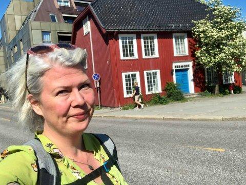 VISJON: – Jeg ønsket at det lille torget mellom bygningene skulle få det gamle trehuset i Farmannsveien 1 til å skinne, sier utvalgsmedlem Suzy Haugan (V).