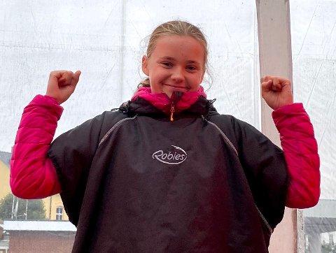 TIDENES YNGSTE: Rina Øvergaard fra Nesodden er bare 13 år, men padlet de 13 kilometerne fra Risør til Lyngør som tidenes yngste NM-deltaker.