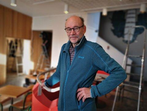 Kunsthåndverker Arnfinn Haugen representerer brukerne i kunstparken. Han roser kommunen for den innsatsen som legges for dagen i forbindelse med at bygget oppgraderes for å tilfredsstille de branntekniske kravene.