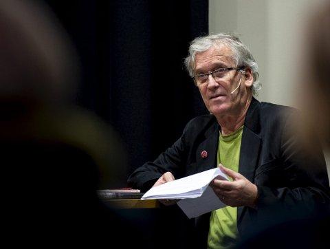 Ragnar Hovland besøkte Bergen offentlige bibliotek med tekster fra sin kommende bok, «Mørk sommar».