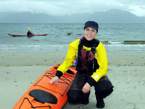 Marian Leonhardsen i Vesterålen padleklubb sier kajakkpadling fører med seg mye friluftsliv og folkehelse.