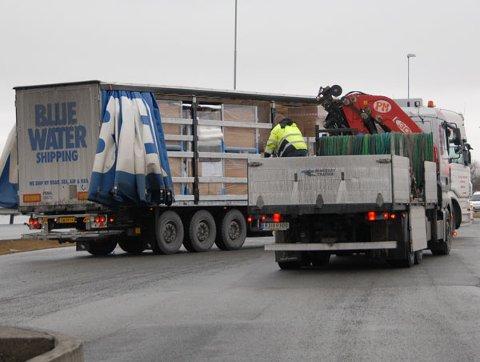 En dansk sjåfør ble nødt for å laste om under en kontroll på Sokn i dag.