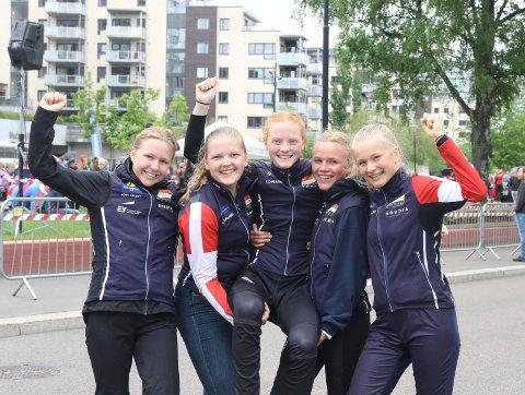 SUKSESS: Konnerud fikk alle sine deltakere til finalen i jenter 17  18 år, og det ble også to medaljerer. Fra venstre: Anniken Ranvik, Amanda Skyttersæter Saugerud, Jenny Baklid, Andrea Ranvik og Nora Småge Hilsen.