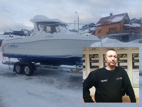SPESIELT OPPDRAG: Tommy Solbakk (innfeldt) ble i går sendt ut på bergingsoppdrag for å hente båten på bildet ned fra Skarsvågrevva.