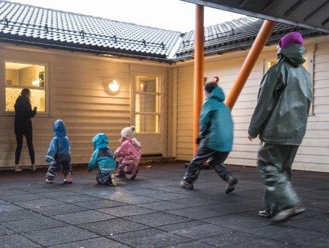 SMITTE: Tysdag blei det kjent at ein tilsett ved Lunden barnehage er smitta. Biletet er eit arkivbilete.