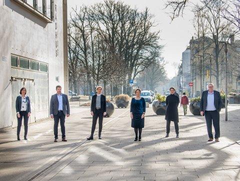 Marianne Bekker, Ole Sverre Strand, Janka Ekrem Holstad, Nina Tangnæs Grønvold , Mette Leistad og Atle Holten utgjør den øverste ledelsen på rådhuset.