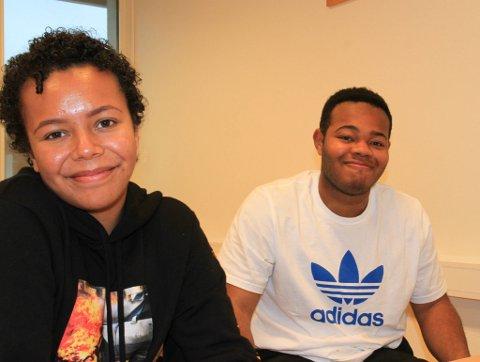 IKKE FORNØYD: Elevsrådrepresentant Sarah Johnsen (17) og elevrådsleder Basse Johnson (18) er langt ifra fornøyd med kantineprisene på skolen. - Det er melking av fattige studenter, sier de.