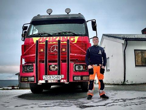 TA DEG GOD TID: Jan Petter Olsen som driver Vadsø Bilberging og oppfordrer folk til å ta seg god tid når de skal ut å kjøre på glatte veier. - Da går det som oftest bra, sier han.