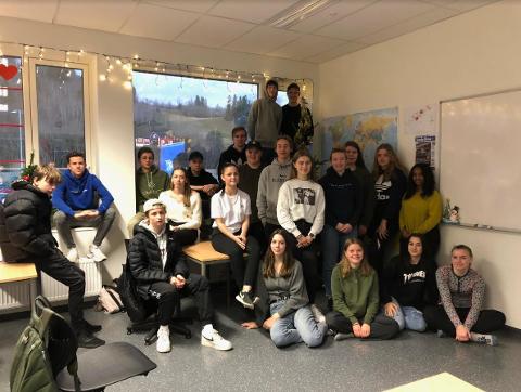 GIVERGLEDE: For andre året på rad har klase 10B ved Inderøy ungdomsskole omvendt julekalender, og i år går kalendergavene til SOS Barnebyer.