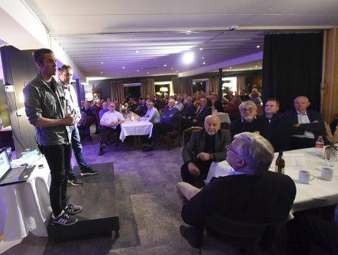 «STINN BRAKKE»: Alle de 200 billettene var utsolgt, sa Sigurd Pettersen (nærmest) og Kjell Ivar Magnussen fortalte om de eventyrlige hoppårene.ALLE FOTO: OLE JOHN HOSTVEDT