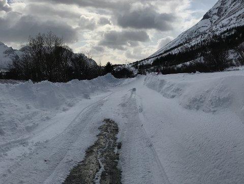 STENGT: Veien er stengt ved ungdomshuset på Barstranda.