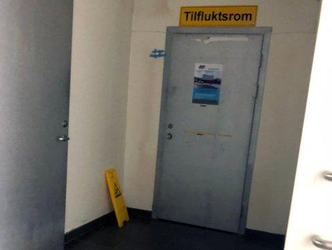 Politiet har iverksatt etterforskning etter at menigheten Viken Tabernaklet arrangerte gidstjeneste i lokalene de holder til i tilfluktsrommet under Storbyen kjøpesenter i Sarpsborg sentrum.