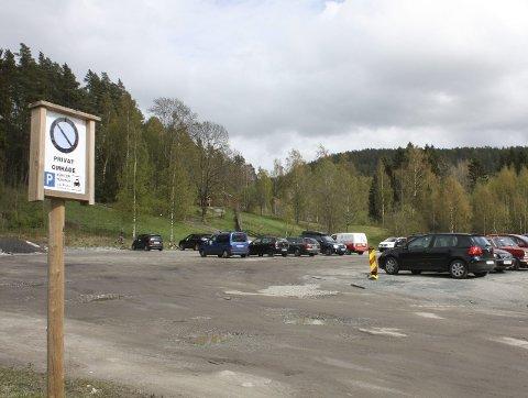 FOR TURGÅERE: Parkeringsplassen i Skulleruddumpa skal fortsatt brukes til dette.Foto: Aina Moberg