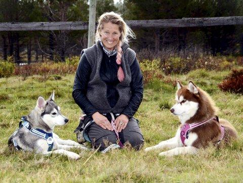 Paradis: Tess Erngren er veldig godt nøgd med at ho får vera på Sjodalen Hyttetun & Camping. Erngren er utdanna hundeinstruktør og hundepsykolog. Alle foto: helene hovden