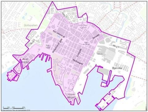 MENNESKER PRIORITERES: Innenfor det avgrense området fjernes alle plasser for gateparkering. Parkeringshus med plass til over 9000 biler, vil derimot fortsatt være åpne.