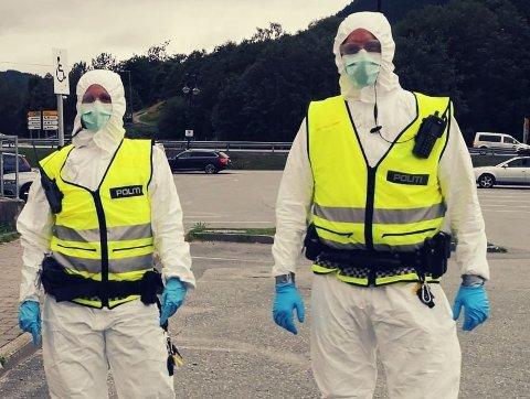 SMITTEVERN: Politiet har ved flere anledninger måtte iføre seg fullt smittevernsutstyr for å håndtere personer de har mistenkt å være smittet med covid-19.