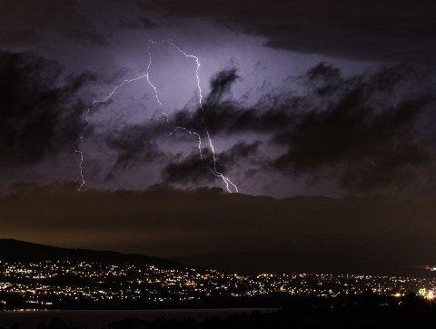 TORDEN: Det er varslet uvær med regn, lyn og torden natt til fredag.