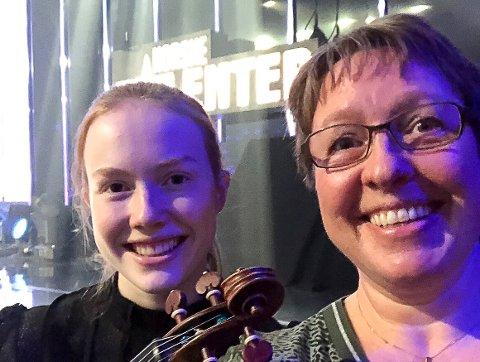 SNART KLARE: – Vi gleder oss veldig og har det veldig bra! sa mamma Carina Nøstrud Isaksen til Østlands-Posten torsdag kveld. Fredag kveld skal Rebecca Nøstrud Isaksen og hennes fiolin i vinden på Norske Talenter.