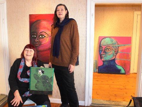 SPESIELL KONTAKT: Dette er «Tanta og Beate» som skal ha utstilling i Gruppe 9 i Brevik. Tante Marit Lund og niese Beate Vegheim har en helt spesiell kontakt, som tante og niese. Beate Vegheim bor i Brevik, mens tante Marit Lund har bosatt seg på Jomfruland.