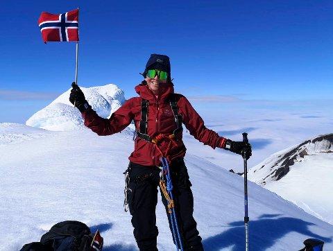 PÅ TOPPEN: Etter en 18 timers tur i et taulag med seks personer nådde Kari Wik Risøy toppen av Beerenberg.