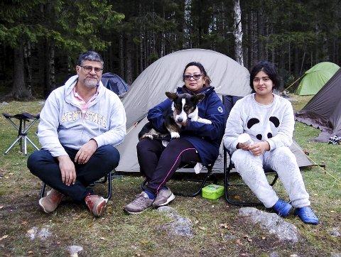 Majeed, Saira og Elham Sheikh kan godt bli med Bli med! på tur igjen. Ozzy trivdes også.