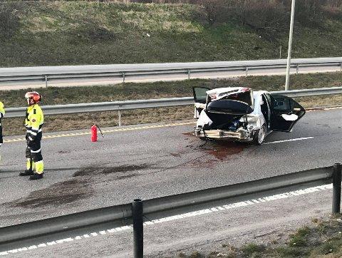 TRAFIKKUHELL: I denne bilen satt fire passasjerer, alle er uskadd, opplyser operasjonsleder i Øst politidistrikt.