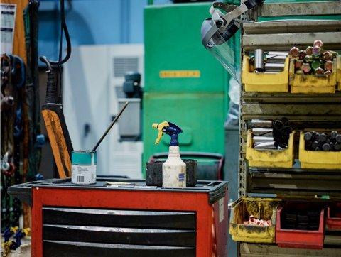 HØYE TALL: Hvert år blir en stor andel av norske arbeidstakere utsatt for kjemikalier. Foto: Einar Aslaksen, Arbeidstilsynet/ANB