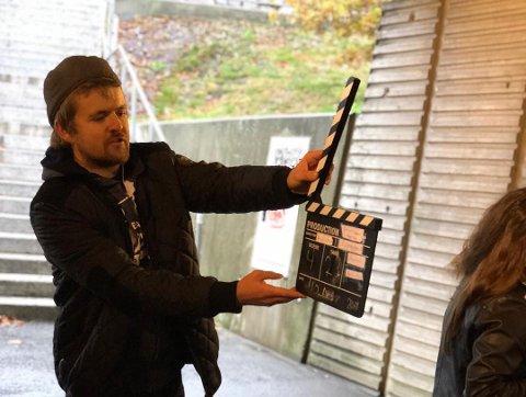 FILMGLAD: Alexsander John Lucas Sletsjøe Olafsen (24) er både statist, skuespiller og produsent.
