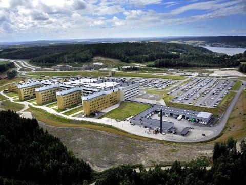 ØVELSE: Fra onsdag morgen blir det en stor beredskapsøvelse utenfor sykehuset på Kalnes.