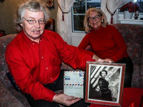 AMERIKABREV: Egil Faale Johansen og samboer Lisbeth Ørseng har fått tilbake morens brev, som ble sendt for 65 år siden.