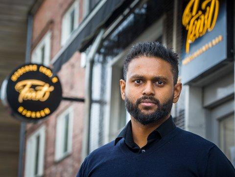 EIER: Dinesh Jeyabalasingam er restauranteier i Sarpsborg. 14. februar åpnet han The Feast i gågata.