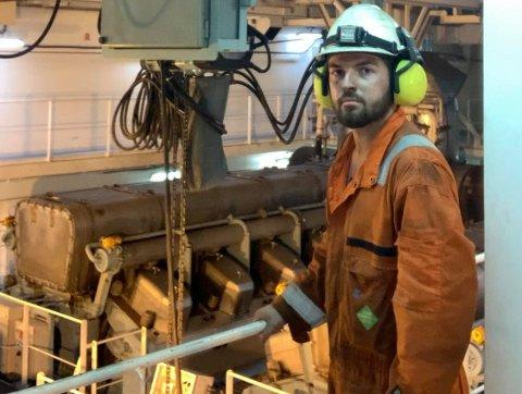 SPENNANDE SEGLAS: Her er Peder Amdal Torgersen om bord i gassbåten på turen frå Panama til Sør-Korea tidlegare i år.