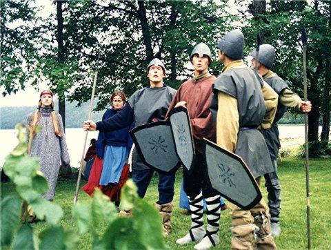 """Sogespel: Skoleelever og mannskor framfører sogespillet """"Olav - Den Første"""" ved kristningsjubileet under en tidligere Jonsvake."""