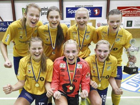 Best i kvinner senior: Caroline Fidje Stokke (foran fra venstre), Johanne Elise Åkvik, Emma Bunes, Jenny Gjøstøl (bak fra venstre), Sunniva E. Sæterbø, Eline Orvang og Ingeborg Fossland.