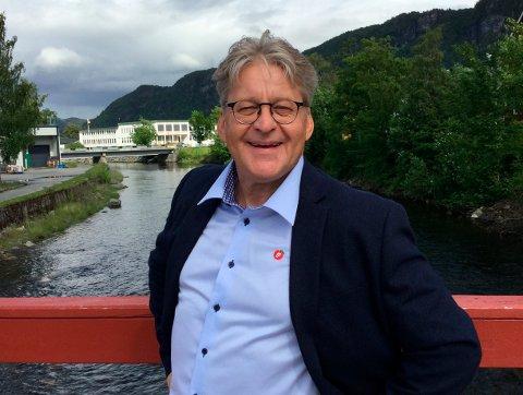 Bjarne Sæther i Heim Frp og medlem i kommunestyret, foreslår kraftig kutt i godtgjørelsen til varaordføreren for å finansiere MOT-avtalen som nå er under press.